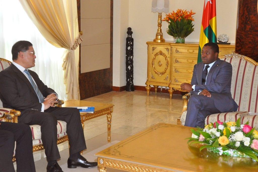 Le Président de la République SEM Faure Essozimna Gnassingbé a échangé, ce 23 juillet 2019, avec le Responsable Afrique de Mitsubishi Corporation, M. Yas Doida.