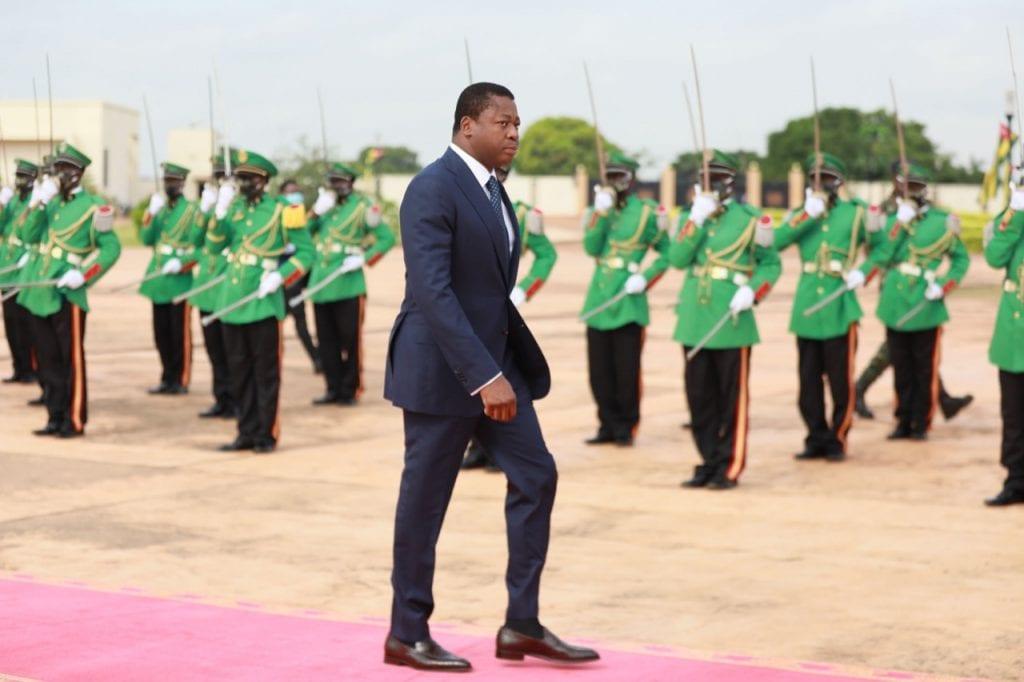 60è anniversaire de l'indépendance du Togo le chef de l'Etat Faure Gnassingbé préside une prise d'armes