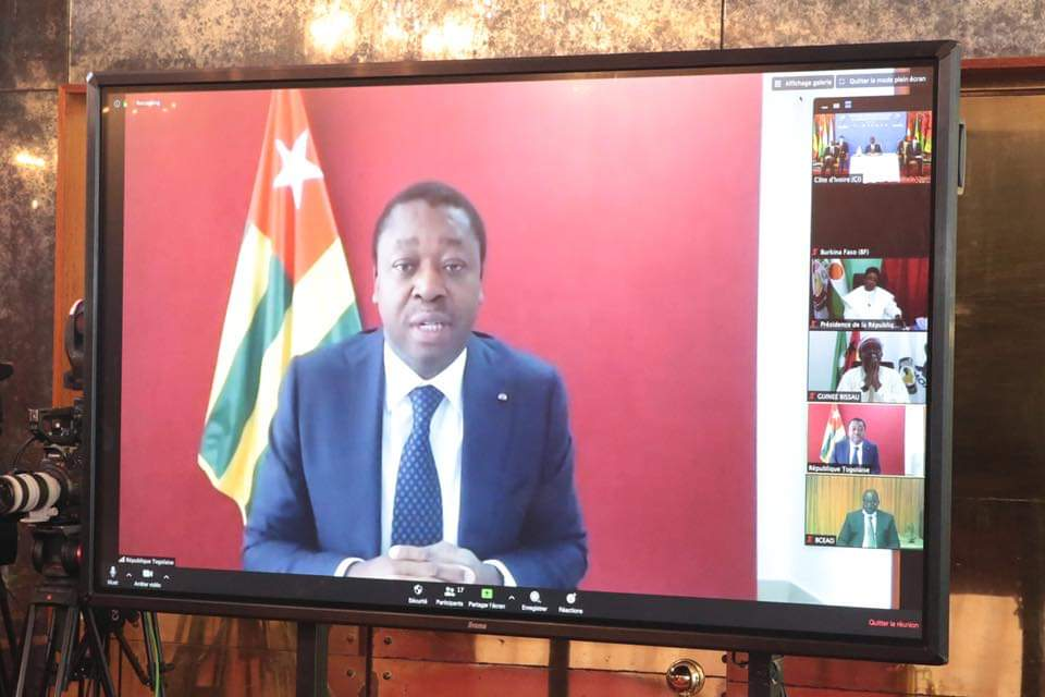 Le Président de la République SEM Faure Essozimna Gnassingbé a pris part ce 27 avril 2020 aux travaux de la session extraordinaire de la Conférence des chefs d'Etat et de gouvernement de l'Union économique et monétaire ouest-africaine (UEMOA) sur la maladie à Coronavirus aux plans sanitaire et économique.
