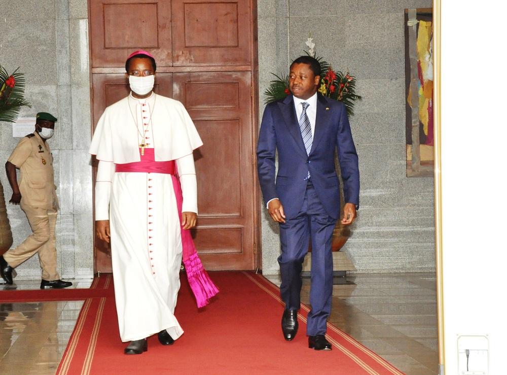Le Président de la République SEM Faure Essozimna Gnassingbé a échangé ce 24 juillet 2020 avec le Nonce Apostolique Mgr Brian Udaigwe.