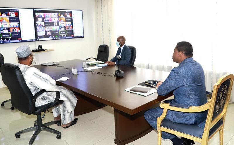 Le Président de la République SEM Faure Essozimna Gnassingbé a pris part aux travaux de la session extraordinaire virtuelle de la Conférence des chefs d'Etat et de gouvernement de la Communauté économiques des Etats de l'Afrique de l'Ouest (CEDEAO) s'est tenue ce 27 juillet 2020