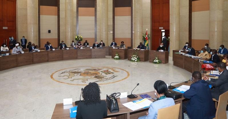 Après le séminaire de deux jours consacré à la feuille de route stratégique du gouvernement, les ministres entament ce 14 octobre 2020 matin sous la présidence du chef de l'Etat SEM Faure Essozimna Gnassingbé une session de haut niveau pour la mise en œuvre efficace du budget programme 2021.