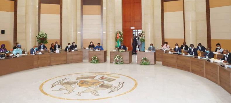 Le chef de l'Etat, SEM Faure Essozimna Gnassingbé a présidé, ce 12 novembre 2020, le troisième Conseil des ministres du nouveau gouvernement. Le Conseil a examiné un avant-projet de loi, un projet de décret et écouté trois communications.