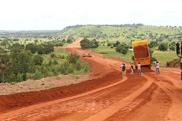 Le gouvernement togolais multiplie les efforts en vue de la création des pôles de développement économique dans les communautés rurales. En effet, de nouvelles initiatives ont été lancées notamment le Programme d'appui aux pistes rurales (PAPR) en vue de faciliter la libre circulation des personnes et des biens. Le Programme vise l'amélioration significative de l'accès des ménages et producteurs agricoles aux intrants et aux marchés, ceci à travers la construction de près de 2000km de pistes rurales particulièrement dans les zones de production cotonnière et de café-cacao.
