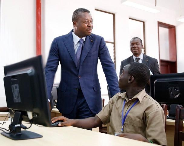 L'un des défis auxquels le chef de l'Etat, SEM Faure Essozimna Gnassingbé s'est engagé à relever, est la construction d'infrastructures scolaires et leur équipement, en vue d'offrir de meilleures conditions d'apprentissage aux apprenants et à leurs enseignants.