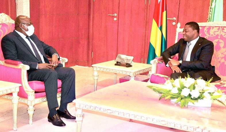 Le Président de la République, SEM Faure Essozimna Gnassingbé s'est entretenu, ce 19 novembre 2020, avec le président du parlement de la Communauté économique des Etats de l'Afrique de l'Ouest (CEDEAO), l'honorable Sidie Mohamed Tunis, séjournant à Lomé dans le cadre de la réunion délocalisée du parlement de l'instance sous-régionale.