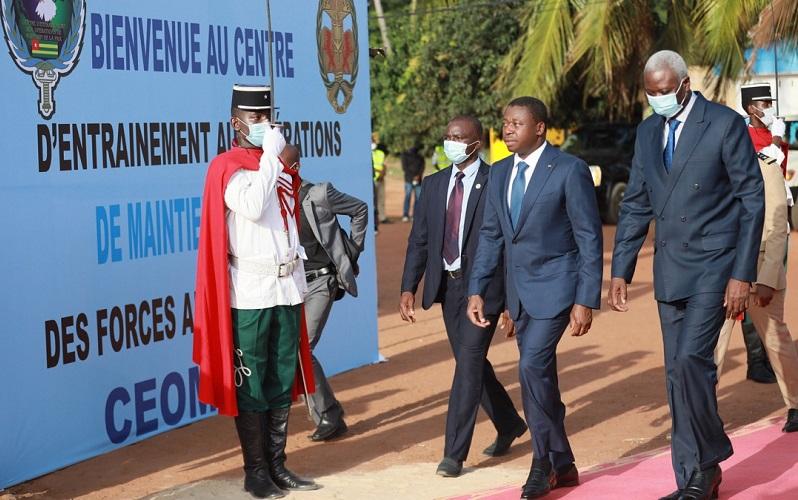 Le Président de la République SEM Faure Essozimna Gnassingbé et son homologue malien SEM Bah N'Daw en visite de travail à Lomé, se sont rendus ce 13 novembre 2020 au Centre togolais d'entraînement aux opérations de maintien de la paix (CEOMP).