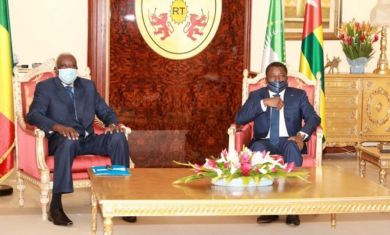 Arrivé à Lomé le vendredi 13 novembre 2020, le Président de la transition du Mali, SEM Bah N'Daw a achevé ce samedi matin sa visite d'amitié et de travail de 48 heures au Togo.