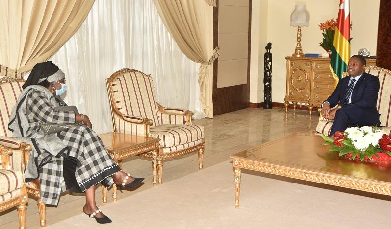 Le Président de la République, SEM Faure Essozimna Gnassingbé s'est entretenu ce 21 décembre 2020 avec l'Ambassadeur du Sénégal au Togo, Mme Samba Ba Binéta, en fin de mission.
