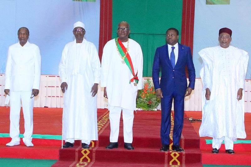 Le Président de la République, SEM Faure Essozimna Gnassingbé, a assisté ce 28 décembre 2020, à la cérémonie d'investiture du Président Roch Marc Christian Kaboré réélu le 22 novembre dernier à la magistrature suprême de son pays.