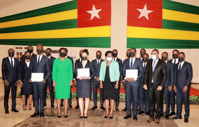 La première promotion des étudiants en Master II du Programme présidentiel d'excellence pour le Plan national de développement (PPE-PND) lancé en 2019 sous le haut patronage du Chef de l'Etat, ont reçu ce 27 janvier 2021 leur diplôme de fin de formation.
