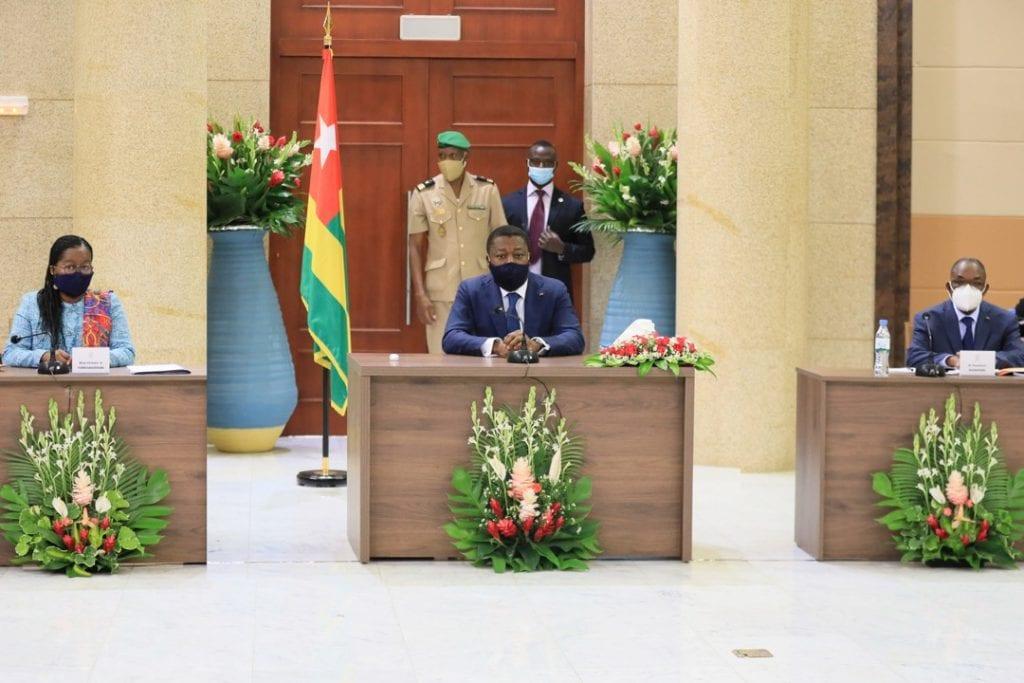 L'équipe gouvernementale s'est réunie ce 06 janvier 2021 autour du Chef de l'Etat, SEM Faure Essozimna Gnassingbé pour le premier Conseil des ministres de l'année.