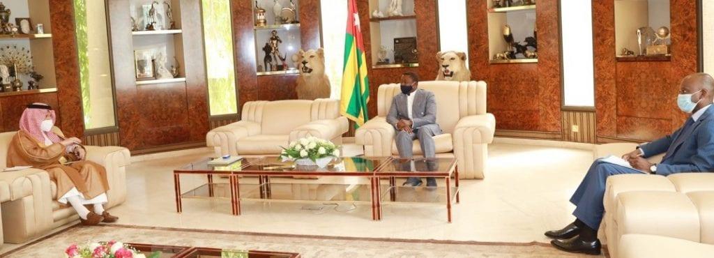 Le Président de la République, SEM Faure Essozimna Gnassingbé a reçu, ce 06 février 2021, le ministre délégué aux Affaires africaines du Royaume d'Arabie Saoudite, M. Ahmed Bin Abdulaziz Kattan, arrivé dans notre pays pour une visite de travail. Les échanges ont essentiellement porté sur la redynamisation du partenariat entre Lomé et Riyad.