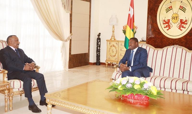 Le Président de la République, Faure Essozimna Gnassingbé s'est entretenu ce 17 février 2021 avec une délégation d'hommes d'affaires sri-lankais conduite par l'ambassadeur Kana Vulippillai Kananathan. Au cœur des échanges, le renforcement des liens de coopération entre le deux pays et les opportunités d'investissement au Togo.