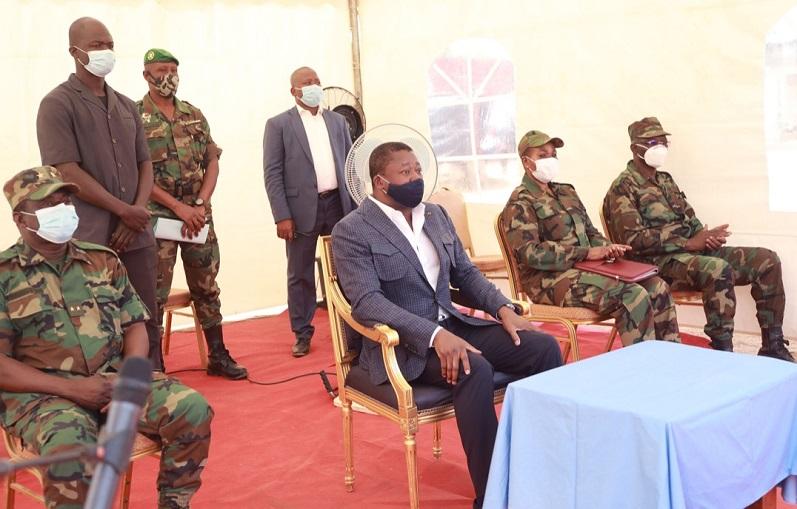 Le Président de la République, SEM Faure Essozimna Gnassingbé, s'est rendu ce 08 février 2021 à Namoundjoga dans le Kpéndjal-Ouest où il s'est entretenu avec les troupes de l'Opération militaire Koundjoaré.