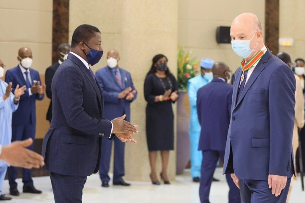 Le Président de la République Faure Essozimna Gnassingbé a fait, ce lundi 8 mars 2021, de l'Ambassadeur Smaïl Chergui, Commissaire à la paix et à la sécurité de l'Union africaine (UA), Commandeur de l'ordre du Mono.