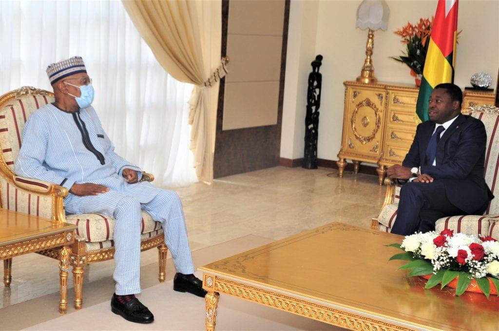 Le Président de la République Faure Essozimna Gnassingbé a reçu, ce 16 mars 2021, Monsieur Mohamed Ibn Chambas, Représentant spécial du Secrétaire général des Nations unies pour l`Afrique de l`Ouest et le Sahel, en fin de mission.