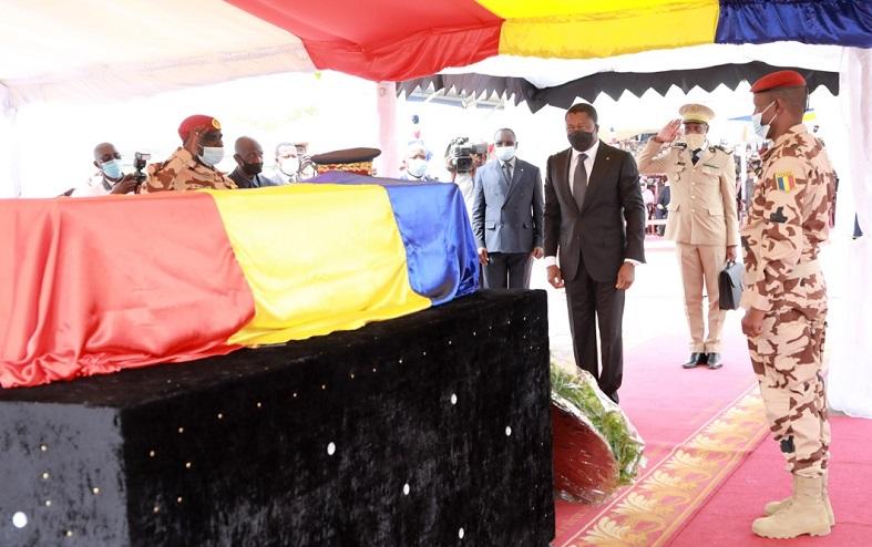 Le Président de la République Faure Essozimna Gnassingbé a honoré de sa présence, ce vendredi 23 avril 2021 à N'Djamena au Tchad, les obsèques nationales du Président Idriss Deby Itno, décédé le 20 avril dernier.