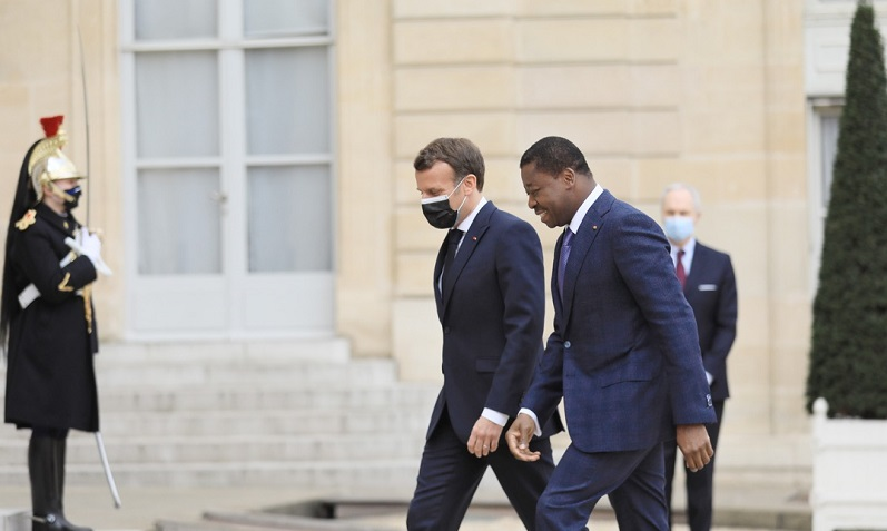 La presse française et panafricaine avec des titres divers se sont bien intéressées au séjour parisien du président de la République du Togo du 07 au 09 avril 2021 à l'invitation de son homologue français Emmanuel Macron.
