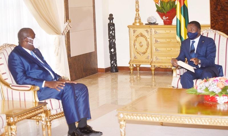 Le Président de la République, Faure Essozimna Gnassingbé s'est entretenu ce 10 mai 2021 avec M. Eustaquio Junuario Quibato, ambassadeur d'Angola, en fin de mission dans notre pays