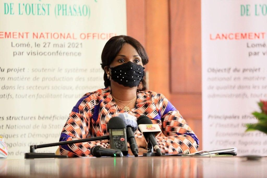 Madame le Ministre Ablamba Johnson, Secrétaire Générale de la Présidence de la République a procédé ce jeudi 27 mai 2021, au nom du Chef de l'Etat, au lancement national du Projet d'harmonisation et d'amélioration des statistiques en Afrique de l'ouest (PHASAO).