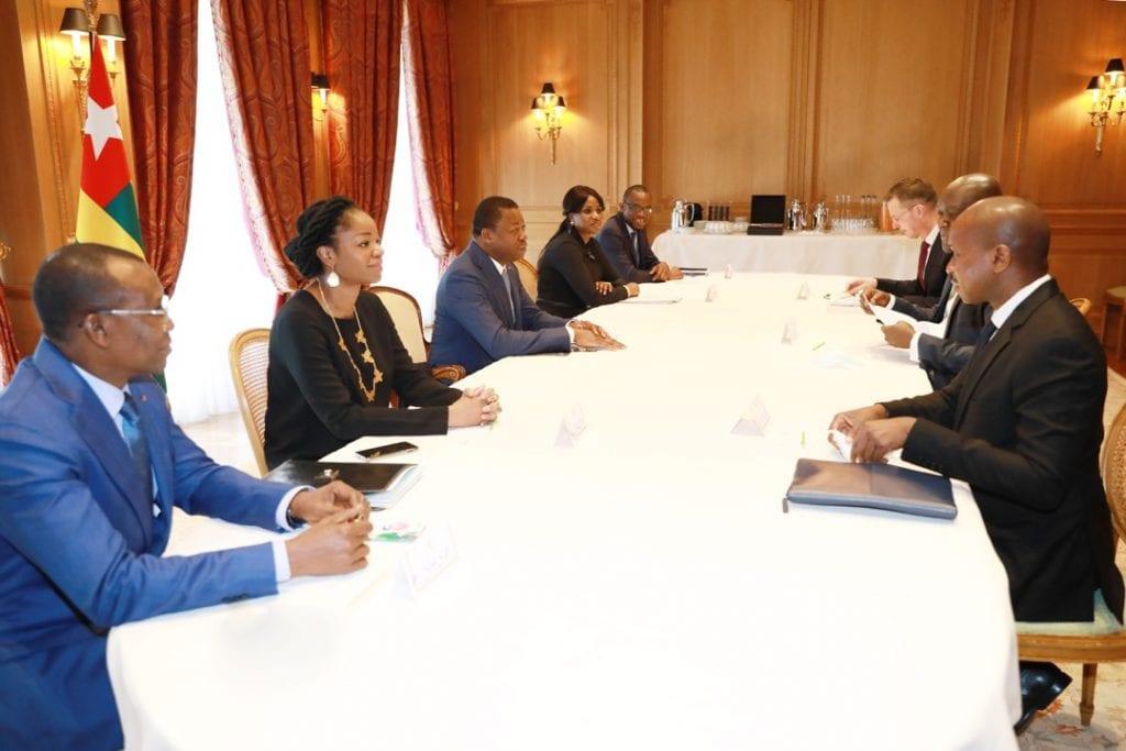 A la veille des travaux du Sommet de Paris sur le financement des économies africaines, le Chef de l'Etat multiplie des activités dans la capitale parisienne en accordant des entretiens aux partenaires au développement. Après la Directrice du FMI, le Président de la République a échangé avec une délégation de la Société Financière Internationale (SFI) du groupe de la Banque Mondiale conduite par son Directeur général, Mackhtar Diop.