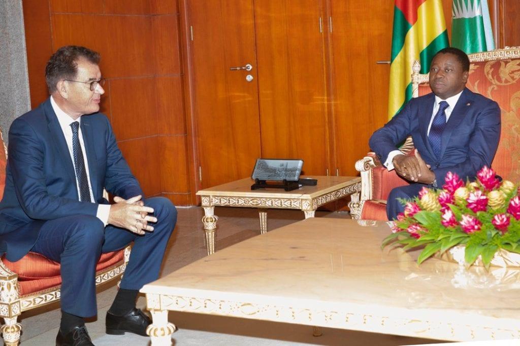 Le Président de la République s'est entretenu ce lundi 14 juin 2021 avec Dr. Gerd Müller, ministre fédéral allemand de la coopération économique et du développement, arrivé au Togo pour une visite de travail.