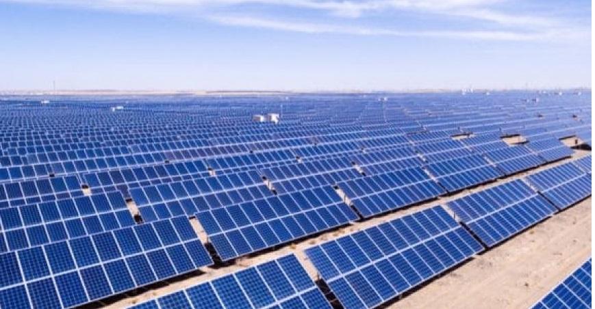Le Togo entend garantir à l'horizon 2030 un accès universel à des services énergétiques fiables, durables, modernes à un coût abordable. Pour réaliser cette ambition, le gouvernement a opté pour le mix énergétique dont la part du renouvelable est fixée à 50% d'ici à 2025.