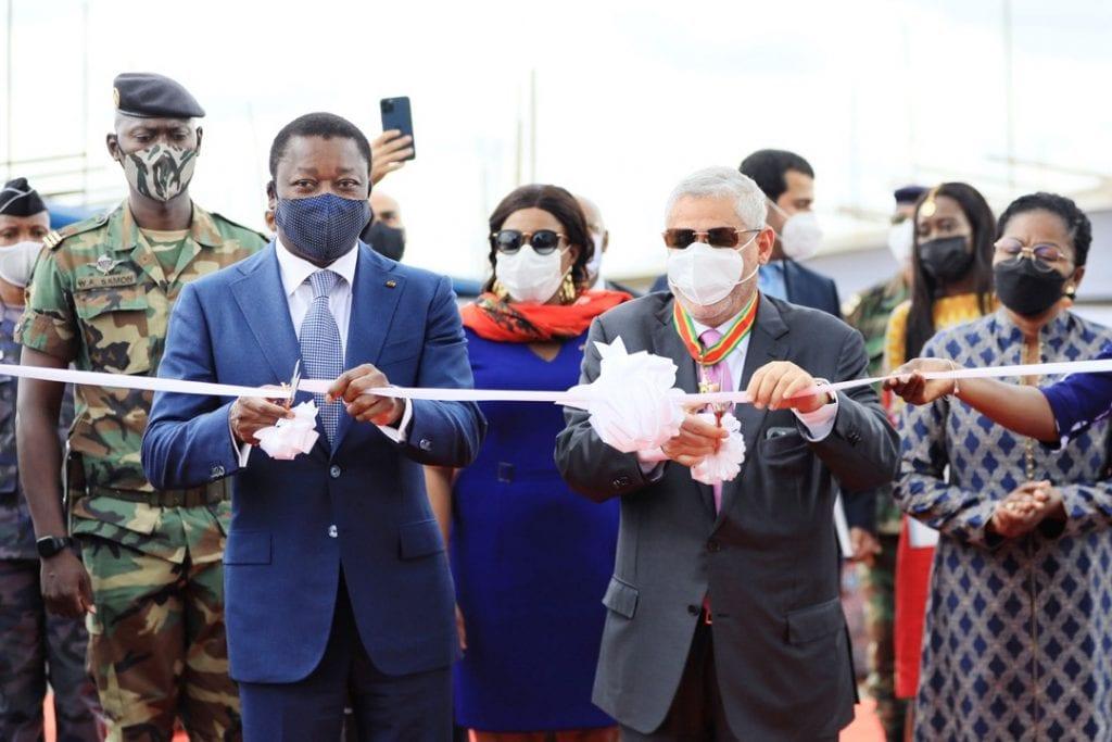Le Togo entre de plain-pied dans l'ère de l'énergie propre. Une nouvelle centrale photovoltaïque moderne de 50MW, la plus grande en Afrique de l'ouest, a été officiellement mise en service ce 22 juin 2021 par le Président de la République Chef de l'Etat Faure Essozimna Gnassingbé.