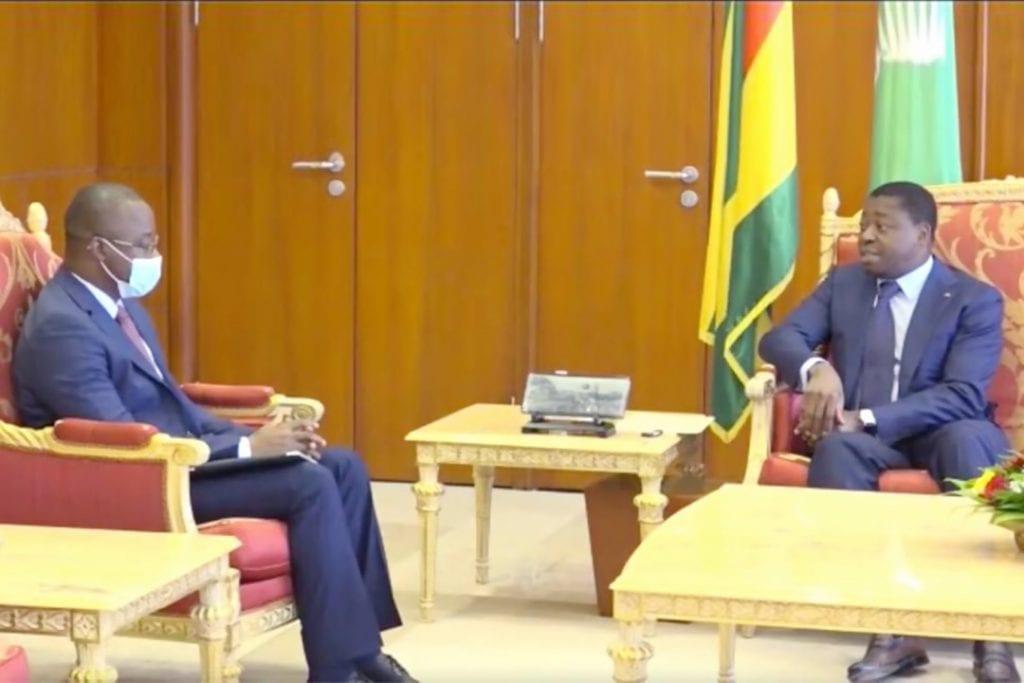 Le Président de la République Faure Essozimna Gnassingbé a reçu ce 08 juin 2021 M. Harouna Kaboré, ministre burkinabè de l'Industrie, du commerce et de l'artisanat, présent au Togo dans le cadre de l'inauguration de la plateforme industrielle d'Adétikopé (PIA).