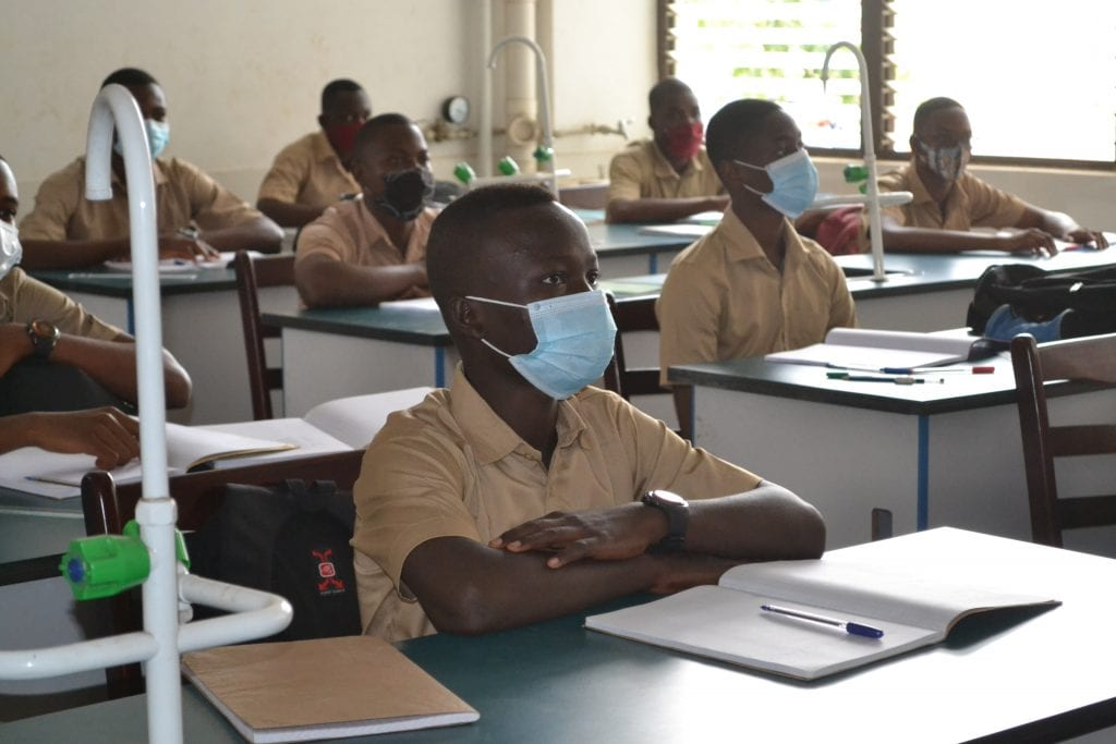 Le Togo a réalisé ces dernières années des progrès considérables dans le domaine de la scolarisation. Le pays a fait un bond spectaculaire vers la scolarisation universelle en améliorant sensiblement le taux d'accès à l'école jusqu'à atteindre un pic de 94,3%.