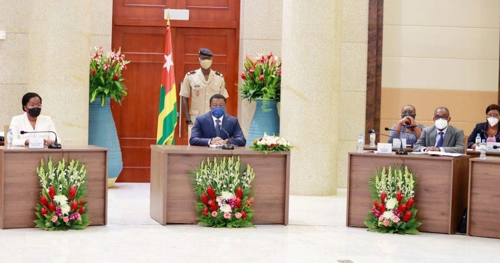 1. Le conseil des ministres s'est réuni ce mercredi 22 septembre 2021 sous la présidence de Son Excellence Monsieur Faure Essozimna GNASSINGBE, Président de la République.